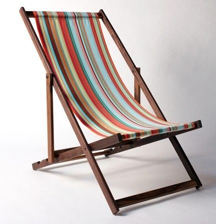 love these old-fashioned chairs. I want a vintage beach chair .