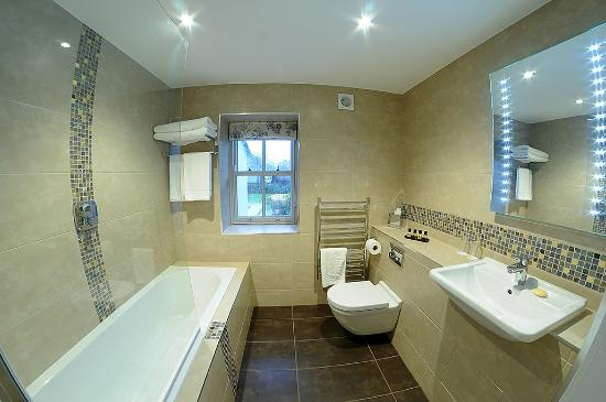 Ensuite Bathroom With Bath - Picture of The Morecambe Hotel .
