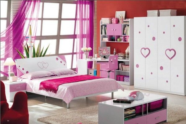 Awesome Small Space Girl Bedroom With Beautiful Purple Window .