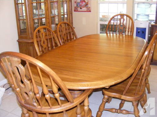 Large Thomasville Dining Room Set: Table, 6 Chairs, China Cabinet .