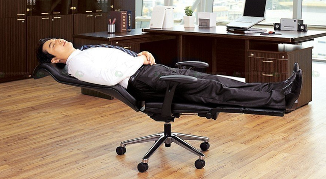 Turn Your Office Chair Into An Office Bed In Seconds | Reclining .