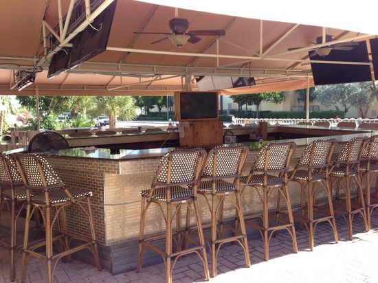 Beautiful outdoor bar next to the pool - Picture of Royal Beach .