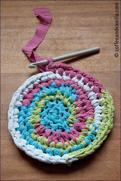 Recycled T-Shirt Crochet Rug - Spring Cleaning Idea | Crochet .