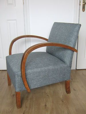 STYLISH VINTAGE RETRO ARMCHAIR CURVED WOODEN ARMS READING CHAIR .