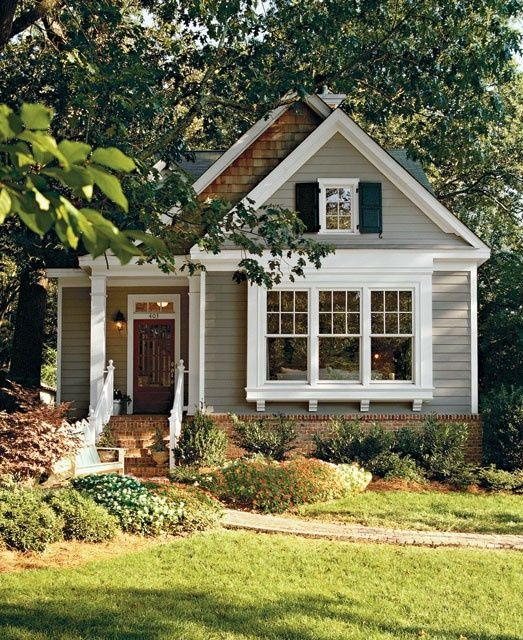 adorable small house. OBSESSED with small houses.   House exterior .