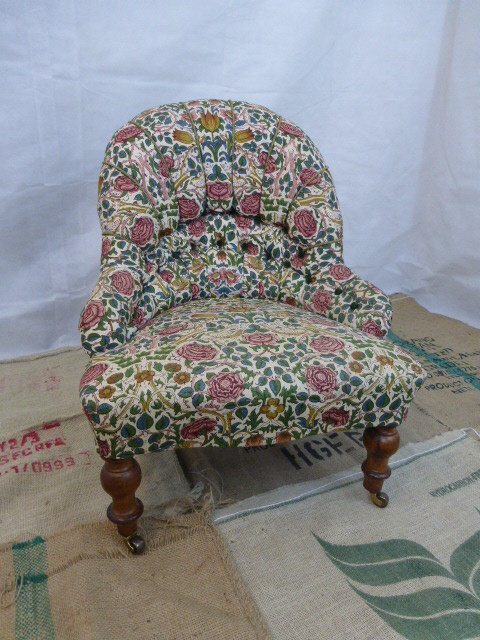 Small Upholstered Late Victorian Armchair - HAN / LA54901 .