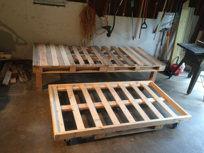DIY Pallet Day Bed with Roll Out Trundle   Pallet daybed, Kids .