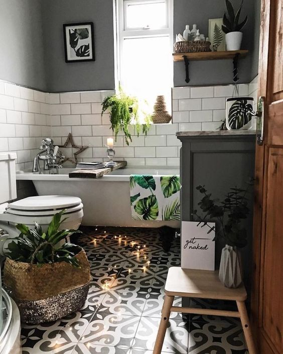 How to Create a Victorian Style Bathroom with a Modern Touch .