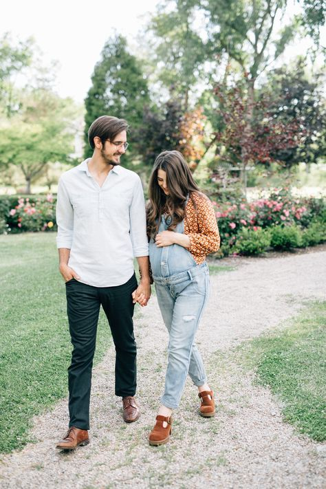 maternity overalls | Maternity photoshoot outfits, Maternity .