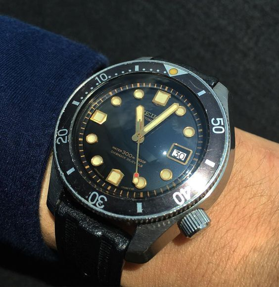 Changing it up today with an important vintage Seiko diving watch .