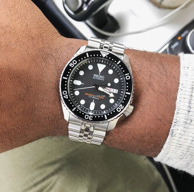 Seiko Black SKX 200M Diver's Men's Stainless Steel Watch... for Rp .